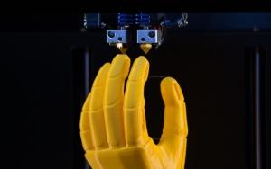 frittage laser sélectif impression 3D modèle prototype main